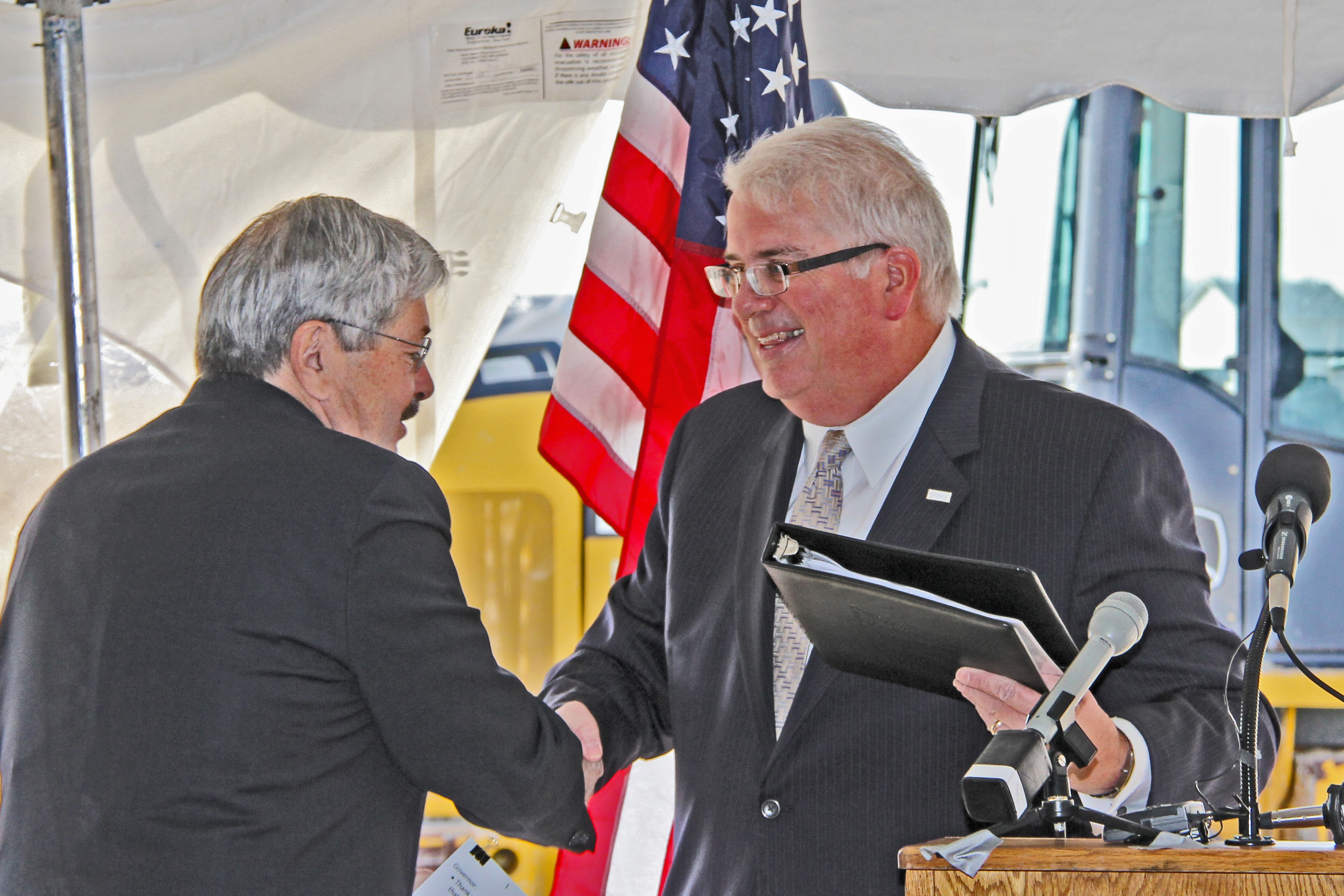 Mayor Peard welcomes Gov. Branstad